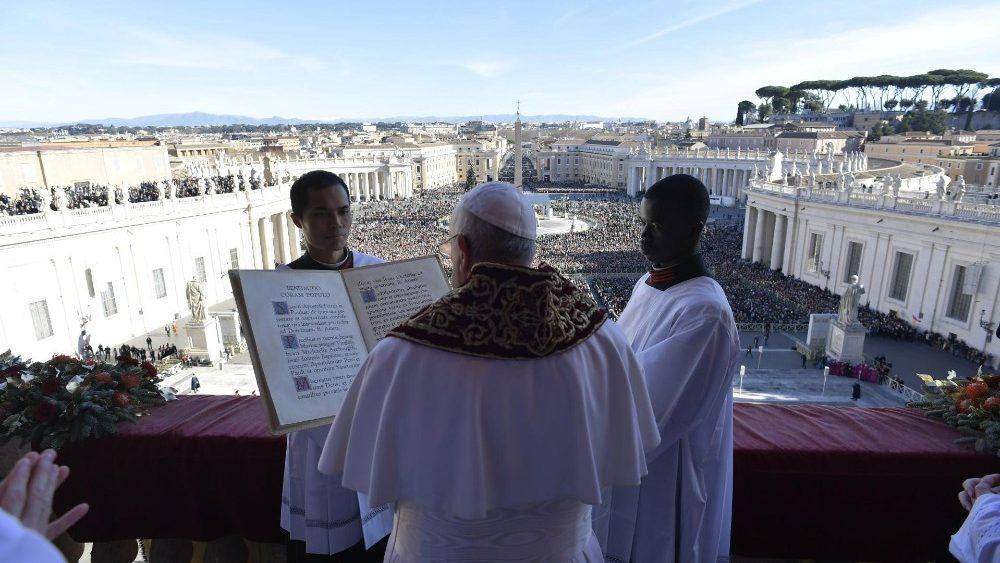 Pápež vyzval kresťanov celého sveta spojiť sa s ním v modlitbe